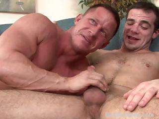 Mature buff straight bodybuilder trades head with a skinny gay guy