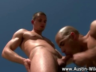 Gay pornstar Austin wilde gets sucking down on cock